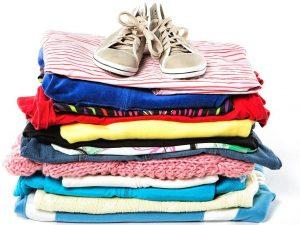 Sammlung von Kleidung und Accessoires für Waisen und Flüchtlinge in Kamerun