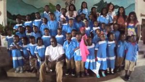 Bericht Schuluniform für Kindern armer Familie