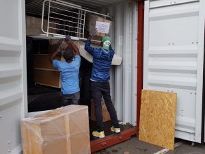 Das Beladen des Containers am 21. & 22.08.2021
